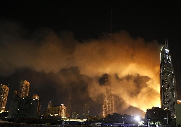 Smoke billows from the Address Downtown Hotel, after it caught on fire hours earlier, on January 1, 2015 (AFP Photo/Karim Sahib)