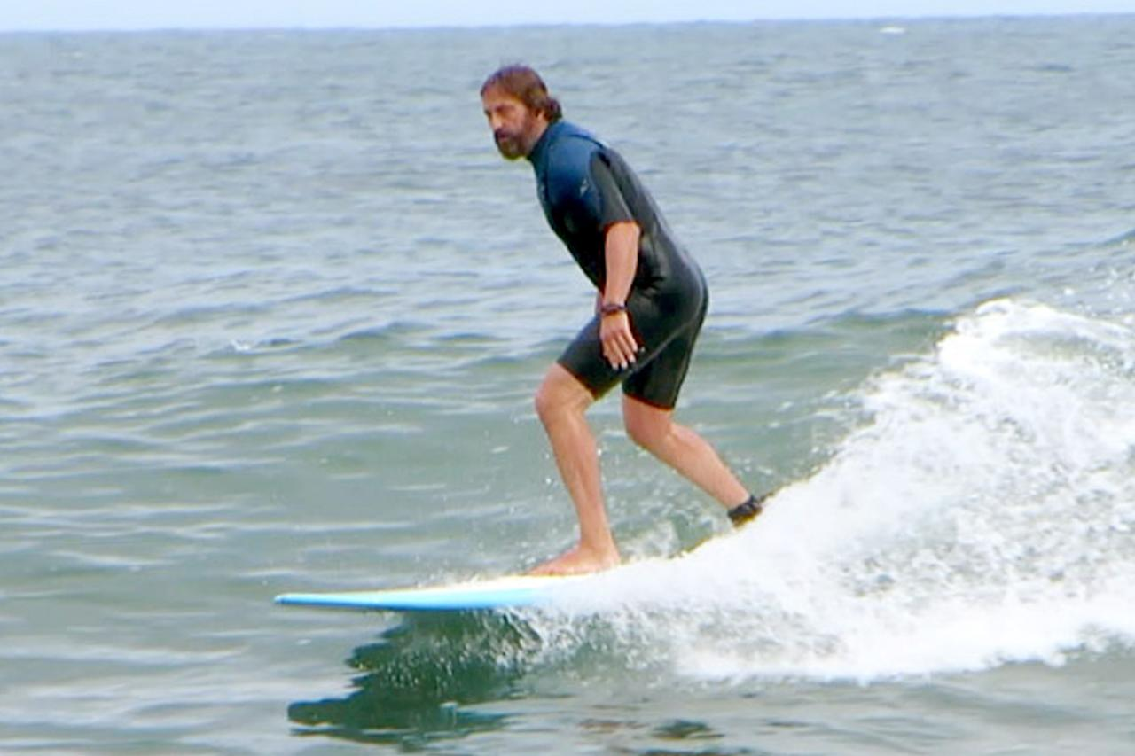 <p>Gerard Butler spends his Sunday surfing off the coast of Malibu.</p>