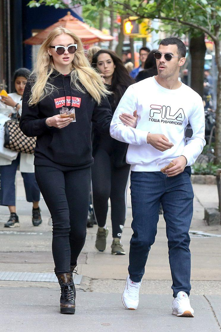 Joe Jonas and Sophie Turner walk arm in arm in New York. (Photo: BACKGRID)