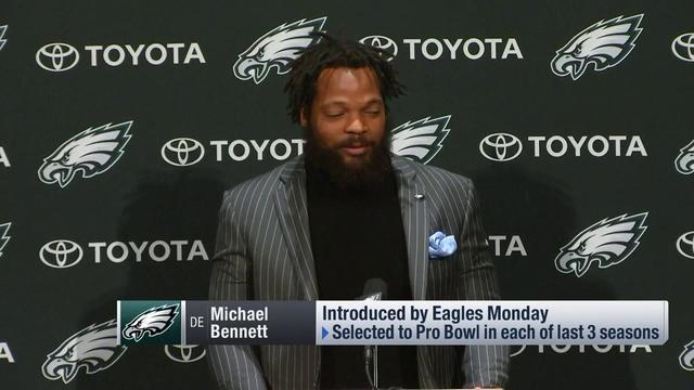 Philadelphia Eagles' defensive end Michael Bennett has a message for the NFC East quarterbacks he will be chasing down in 2018. (Screenshots via NFL Highlights)