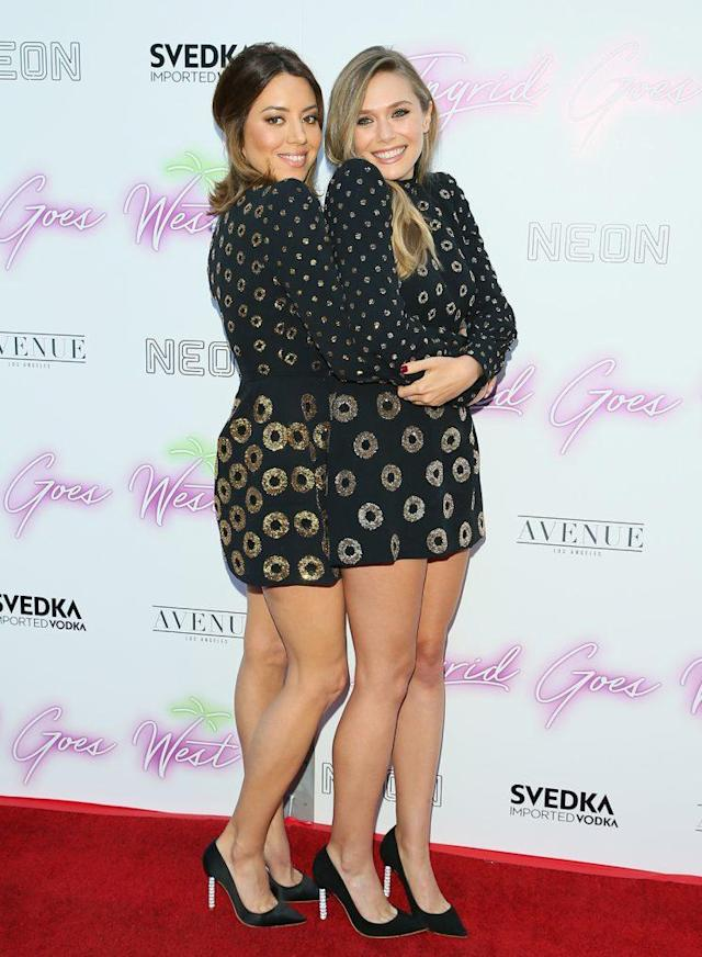 Aubrey Plaza and Elizabeth Olsen attend the premiere of <em>Ingrid Goes West </em>wearing the same Marc Jacobs ensembles in Hollywood. (Photo: Getty Images)