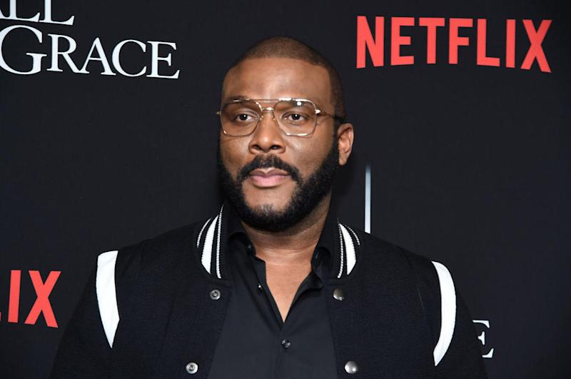 Tyler Perry pays grocery bills for elderly shoppers
