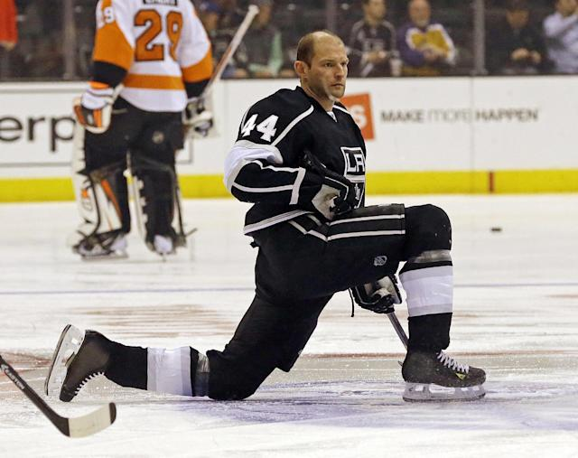 Los Angeles Kings defenseman Robyn Regehr (44) warms up before his 1,000th NHL regular season NHL hockey game against the Philadelphia Flyers in Los Angeles Saturday, Feb. 1, 2014. (AP Photo/Reed Saxon)