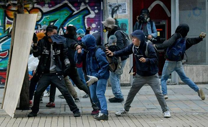 Demonstrators clash with police in Colombia's capital on November 22, 2019 (AFP Photo/Raul ARBOLEDA)