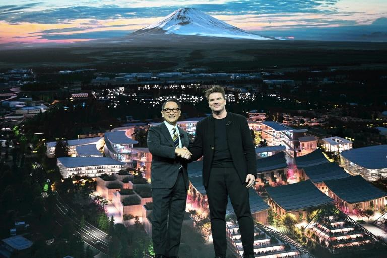 """Toyota President and CEO Akio Toyoda (L) and Danish architect Bjarke Ingel reveal plans for a prototype """"city"""" of the future (AFP Photo/Robyn Beck)"""