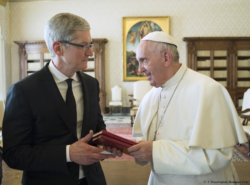 Pope Francis (right) holds talks with Apple chief executive Tim Cook during a private audience at the Vatican, on January 22, 2016