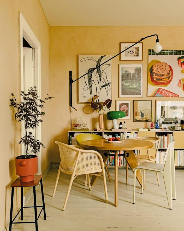 Jules is an avid collector—first came the books, then the art. On the far left of the living and dining room wall hangs a piece by Dora Földes. The Flos Snoopy lamp goes well with Conny Maier's pancake painting. The modular sideboard is by Montana.