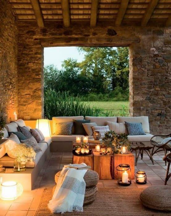 <p>Just wow – those rustic stone walls add the perfect touch to this traditional-style structure, and thanks to a generous opening, you can still enjoy the beauty of the surrounding gardens. And when it becomes time for relaxing, that corner couch with plush cushions is simply unbeatable.</p>  Credits: homify / estudio 60/75