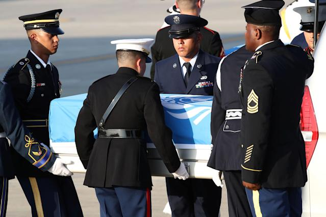 <p>U.N. honor guards carry a casket containing remains transferred by North Korea, at Osan Air Base in Pyeongtaek, South Korea, Aug. 1, 2018. (Photo: Chung Sung-Jun/Pool via Reuters) </p>
