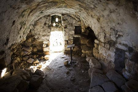 A room, which is part of an archaeological site, is seen in the Jewish settler neighbourhood of Tel Rumeida, in the divided city of Hebron in the occupied West Bank January 19, 2014. REUTERS/Ronen Zvulun