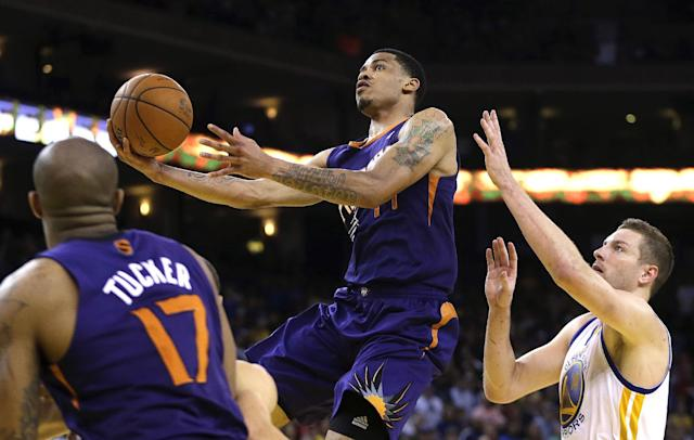 Phoenix Suns' Gerald Green, center, lays up a shot past Golden State Warriors' David Lee, right, during the second half of an NBA basketball game Sunday, March 9, 2014, in Oakland, Calif. (AP Photo/Ben Margot)
