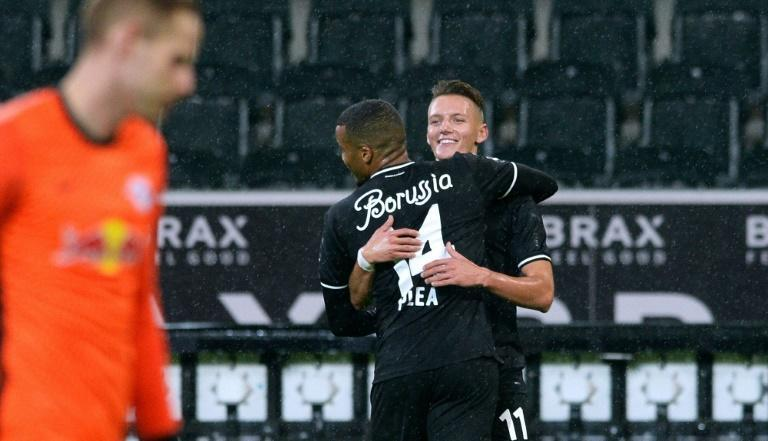 Borussia Moenchengaldbach winger Hannes Wolf (R) celebrates with Alassane Plea after scoring the winner against RB Leipzig, who loaned him to Gladbach this season