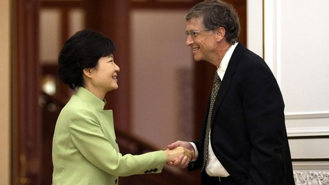 Koreans Slap Bill Gates for 'Rude' Handshake