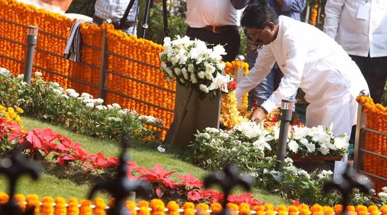 bal thackeray, bal thackeray death anniversary, devendra fadnavis, fadnavis praises bal thackeray, shiv sena bjp fight, maharashtra political impasse