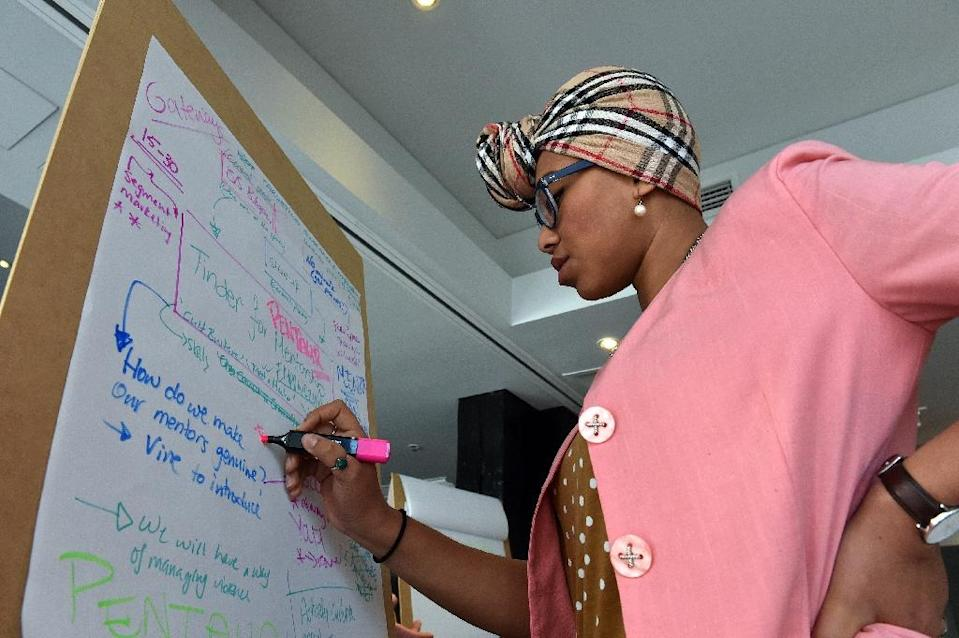 Yassmin Abdel-Magied works on a team project to find ways to combat the Islamic State group's online propaganda machine, in Sydney, on June 11, 2015 (AFP Photo/Saeed Khan)