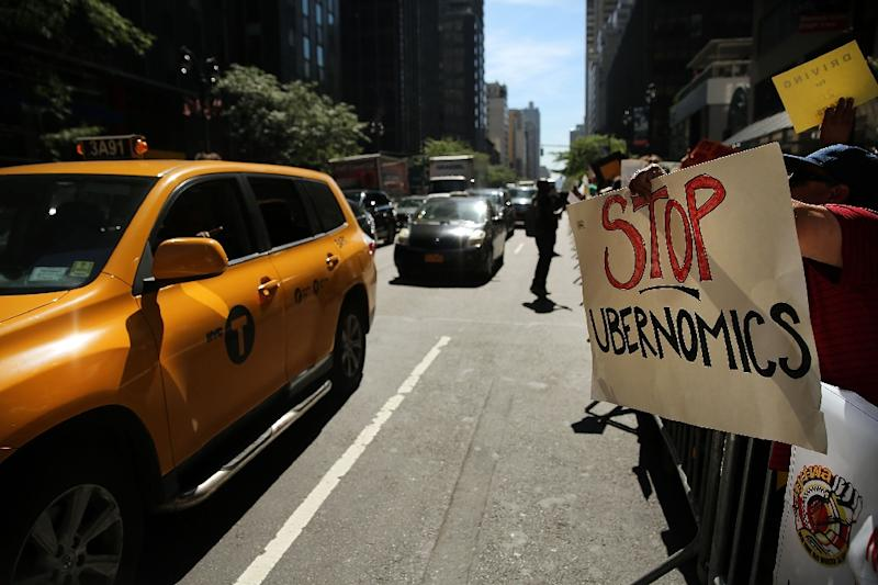 New York City taxi drivers hold a rally to protest against the Uber car service on September 16, 2015 in New York City (AFP Photo/Spencer Platt)