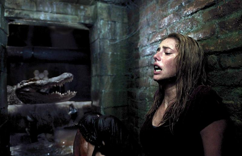 Kaya Scodelario faces down a hungry, hungry 'gator in 'Crawl' (Photo: Courtesy Paramount Pictures/Everett Collection)