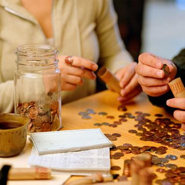 Man-and-woman-sorting-coins_web
