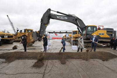 Chicago Mayor Lori Lightfoot breaks ground on the latest building at Commerce Park Chicago, NorthPoint Development's $164 million light manufacturing, assembly and logistics park on the City's South Side expected to create up to 1,400 permanent jobs.  Pictured from left to right: Illinois State Representative Marcus Evans; NorthPoint Development Vice President Tom George; Chicago Mayor Lori Lightfoot; Chicago Alderwoman Susan Sadlowski Garza; and Tony Reinhart, Regional Director of Community and Government Affairs at Ford Motor Co.