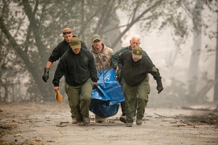 <p>Yuba County Sheriff officers carry a body away from a burned residence in Paradise, Calif., on Nov. 10, 2018.(Photo: Josh Edelson/AFPP/Getty Images) </p>