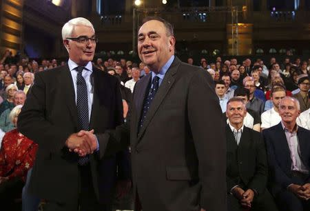 Better Together leader Alistair Darling (L) and First Minister of Scotland Alex Salmond shakes hands at the second television debate over Scottish independence at Kelvingrove Art Gallery and Museum in Glasgow August 25, 2014. REUTERS/David Cheskin/Pool