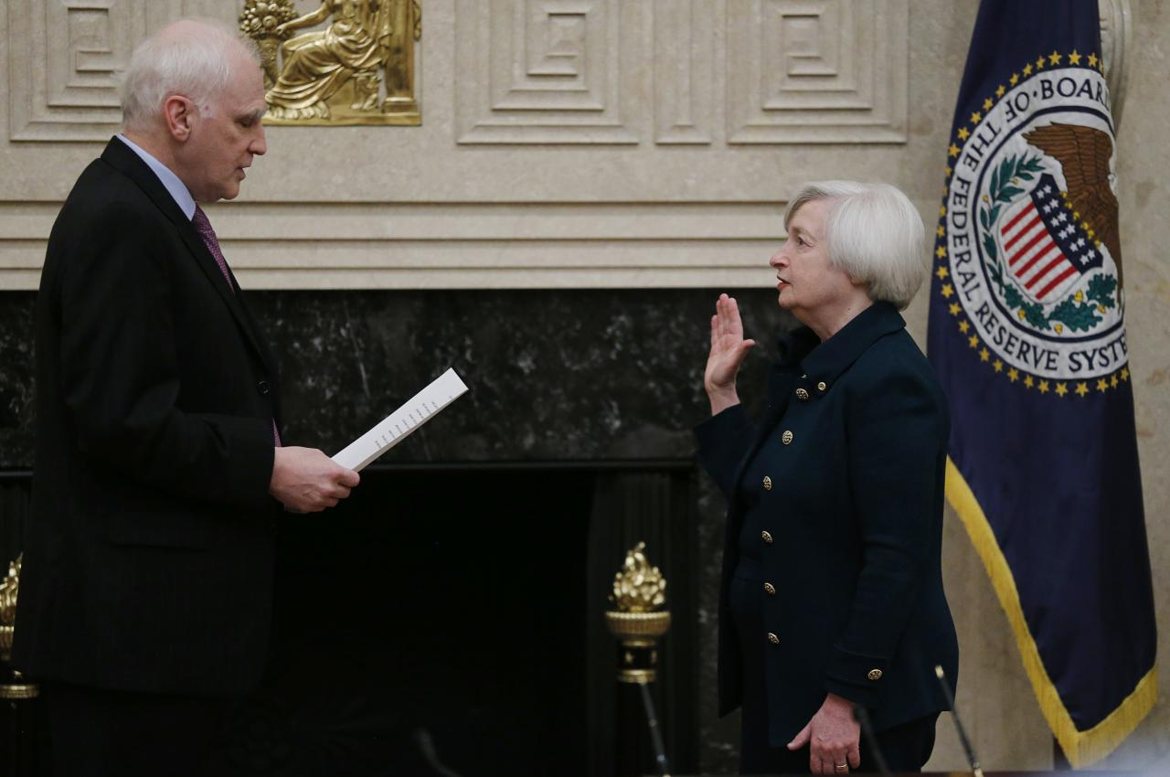 Federal Reserve Board Governor Daniel Tarullo (L) administers the oath of office to new Federal Reserve Board Chairwoman Janet Yellen (R) at the Federal Reserve Board in Washington, February 3, 2014. REUTERS/Jim Bourg (UNITED STATES - Tags: BUSINESS POLITICS)