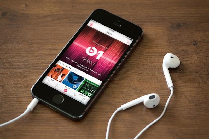 Apple Music now has 20 million paying subscribers, half that of Spotify