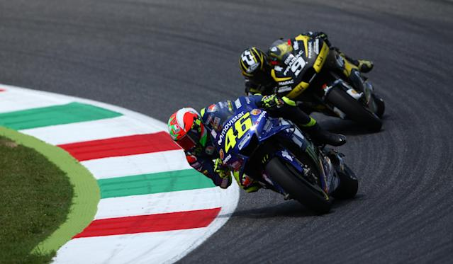 Motorcycling - MotoGP - Italian Grand Prix - Mugello Circuit, Scarperia, Italy - June 3, 2018 Movistar Yamaha MotoGP's Valentino Rossi and Alma Pramac Racing's Danilo Petrucci during the race REUTERS/Alessandro Bianchi