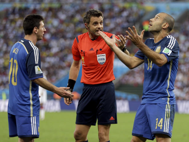 Argentina's Javier Mascherano (14) and Lionel Messi argue with referee Nicola Rizzoli from Italy after Gonzalo Higuain collided with Germany's goalkeeper Manuel Neuer during the World Cup final soccer match between Germany and Argentina at the Maracana Stadium in Rio de Janeiro, Brazil, Sunday, July 13, 2014. (AP Photo/Natacha Pisarenko)