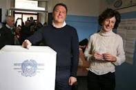 Italian Prime Minister Matteo Renzi casts his vote for the referendum on constitutional reform as he is flanked by his wife Agnese, in Pontassieve, near Florence, northern Italy December 4, 2016. REUTERS/Leonardo Bianchi
