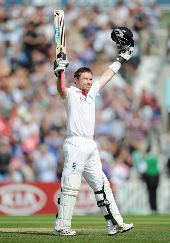 LONDON, ENGLAND - AUGUST 20:  Ian Bell of England celebrates his 200 runs during day three of the 4th npower Test Match between England and India at The Kia Oval on August 20, 2011 in London, England.  (Photo by Gareth Copley/Getty Images)