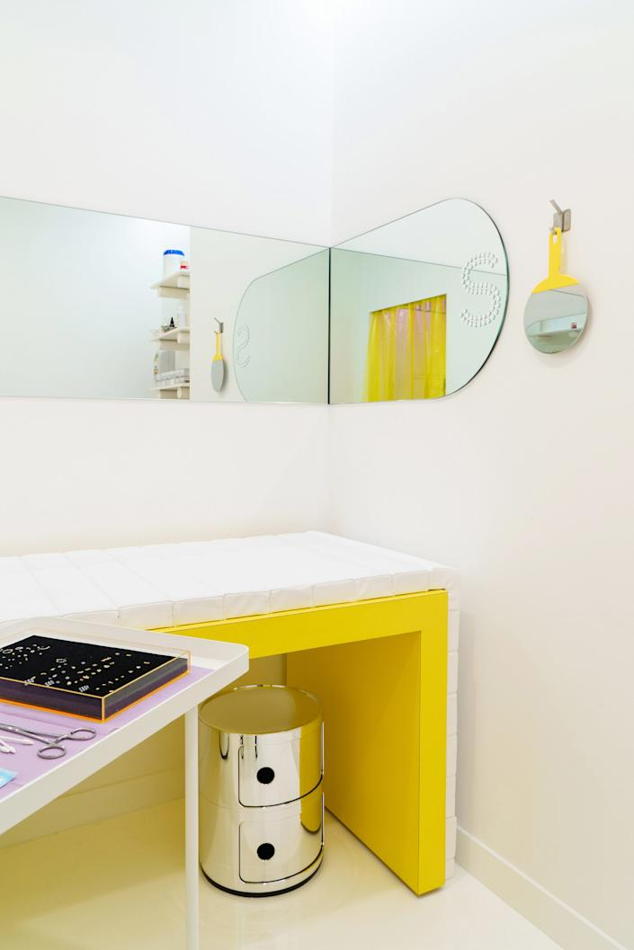 From hand-sized to wall-covering, the mirrors make an impact.