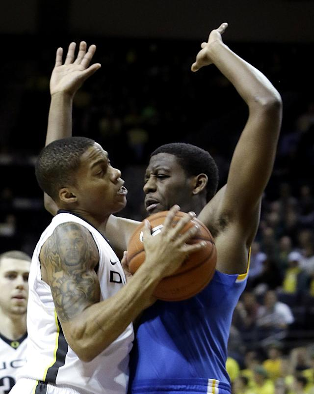 Oregon guard Joseph Young, left, collides with UCLA guard Jordan Adams during the first half of an NCAA college basketball game in Eugene, Ore., Thursday, Jan. 30, 2014. (AP Photo)