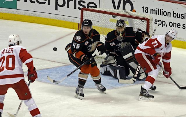 Anaheim Ducks defenseman Sami Vatanen (45), of Finland, and goalie Jonas Hiller (1), of Switzerland, block the goal as Detroit Red Wings left winger Drew Miller (20) and right winger Daniel Cleary (71) attack in the second period of an NHL hockey game in Anaheim, Calif., Sunday, Jan. 12, 2014. (AP Photo/Reed Saxon)