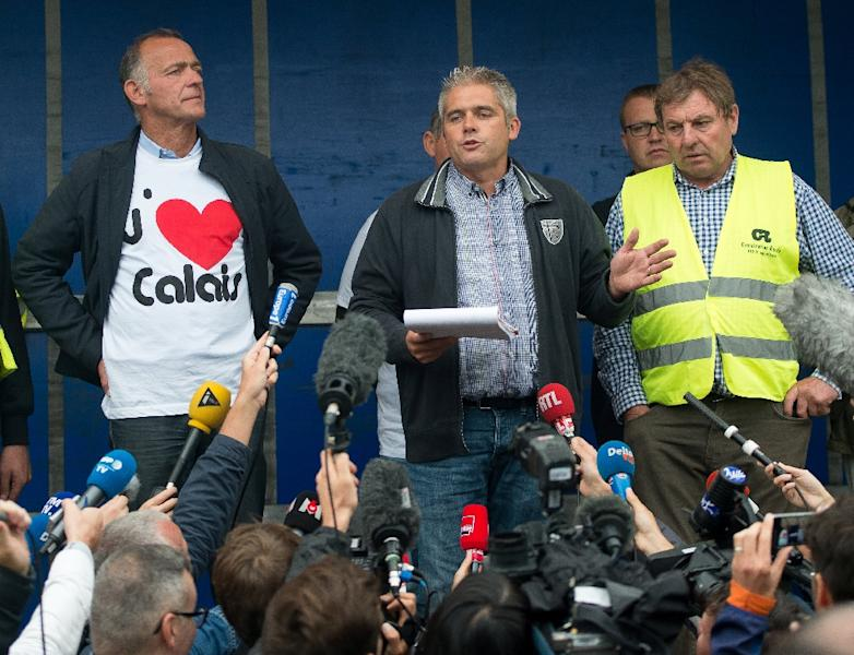 David Sagnard (C), president of the French national federation of road transports, addresses French truckers and farmers who blocked the main routes in and out of the port of Calais (AFP Photo/Philippe Huguen)