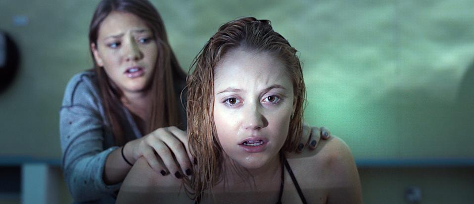 Lili Sepe and Maika Monrioe in 'It Follows' (Photo: RADiUS-TWC/Courtesy Everett Collection)