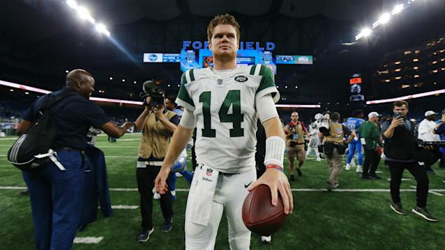 Rookie Sam Darnold went 16-of-21 for two touchdowns and 198 yards in his first start. (Getty Images)