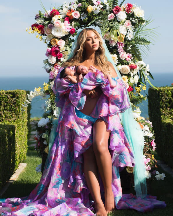 Beyoncé, holding twins Sir and Rumi, looks amazing post-pregnancy. (Photo: Beyonce/Instagram)