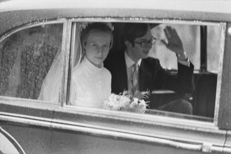 Birgitte, Duchess of Gloucester and Prince Richard, Duke of Gloucester in the wedding car following their wedding ceremony in St Andrew's Church at Barnwell, Northamptonshire, England, 8th July 1972. (Photo by Daily Express/Hulton Archive/Getty Images)