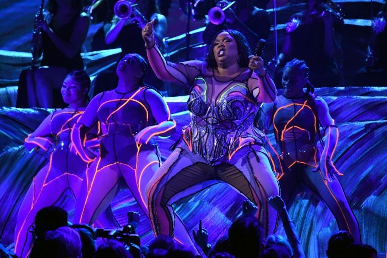 Lizzo offered the first -- and one of the most electric -- performances on Grammys night