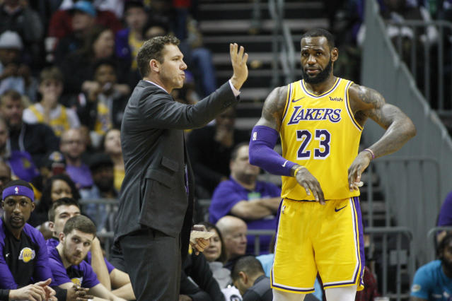 "Luke Walton wouldn't be the first coach on rocky territory with <a class=""link rapid-noclick-resp"" href=""/nba/players/3704/"" data-ylk=""slk:LeBron James"">LeBron James</a>. (AP Photo/Nell Redmond)"