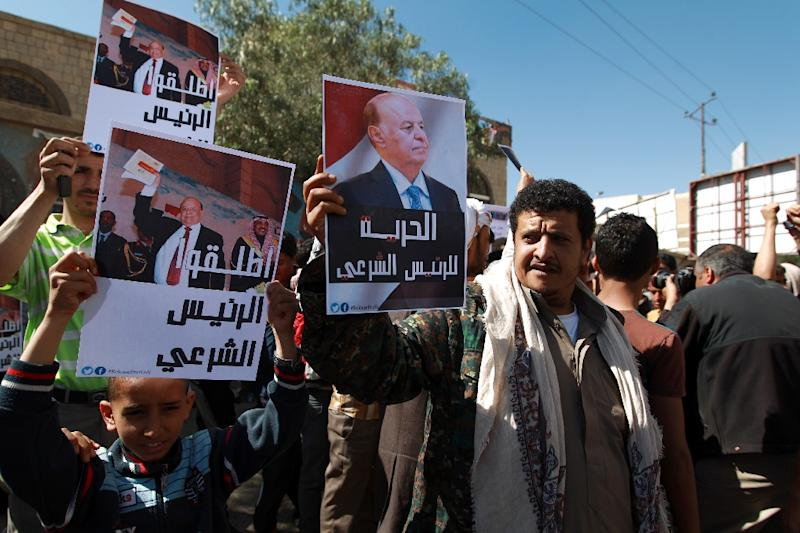 Yemeni supporters of Mansour Hadi demonstrate in Sanaa, on February 21, 2015 (AFP Photo/Mohammed Huwais)