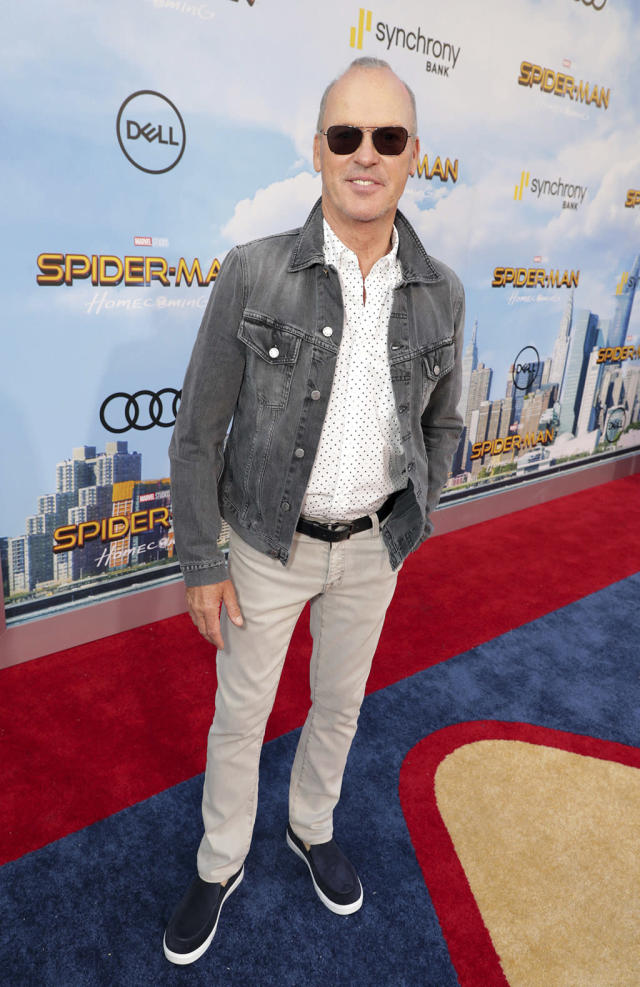 """<p><a href=""""https://www.yahoo.com/movies/tagged/michael-keaton"""" data-ylk=""""slk:Michael Keaton"""" class=""""link rapid-noclick-resp"""">Michael Keaton</a> keeps it casual at the <a href=""""https://www.yahoo.com/movies/film/spider-man-homecoming"""" data-ylk=""""slk:Spider-Man: Homecoming"""" class=""""link rapid-noclick-resp""""><em>Spider-Man: Homecoming</em></a> premiere at TCL Chinese Theatre on June 28, 2017, in Hollywood. (Photo: Eric Charbonneau/Invision/AP Images) </p>"""
