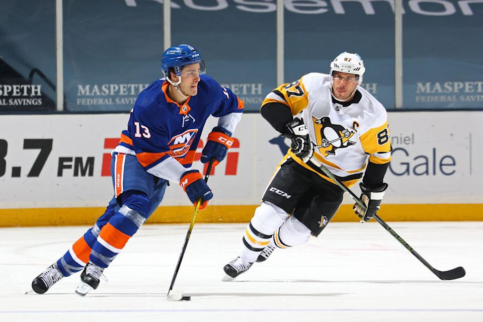 Two of the game's biggest freaks in Sidney Crosby and Mathew Barzal square off in Round 1. (Getty)