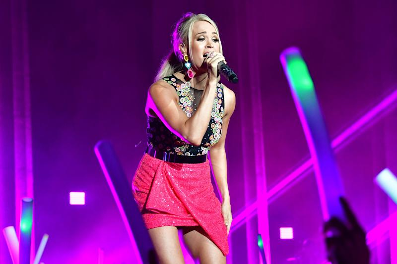 Carrie Underwood In A Miniskirt On Stage