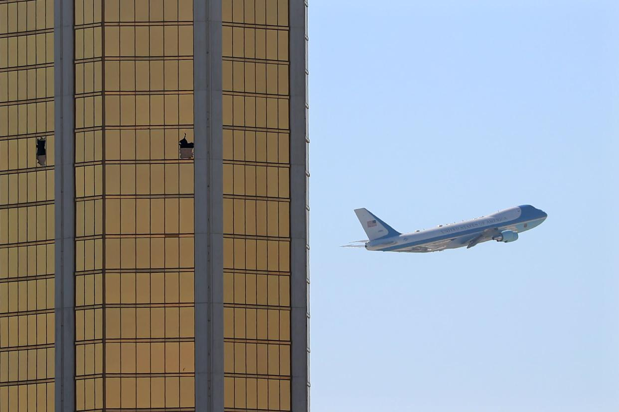 Air Force One departs Las Vegas past the broken windows on the Mandalay Bay hotel, where shooter Stephen Paddock conducted his mass shooting along the Las Vegas Strip in Las Vegas, Nevada, U.S., October 4, 2017. (Photo: Mike Blake / Reuters)