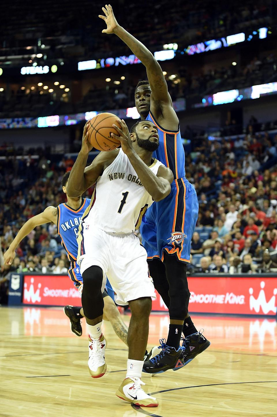 Tyreke Evans of the New Orleans Pelicans goes for a shot against the Oklahoma City Thunder, during the fourth quarter of their game at the Smoothie King Center in New Orleans, Louisiana, on December 2, 2014 (AFP Photo/Stacy Revere)