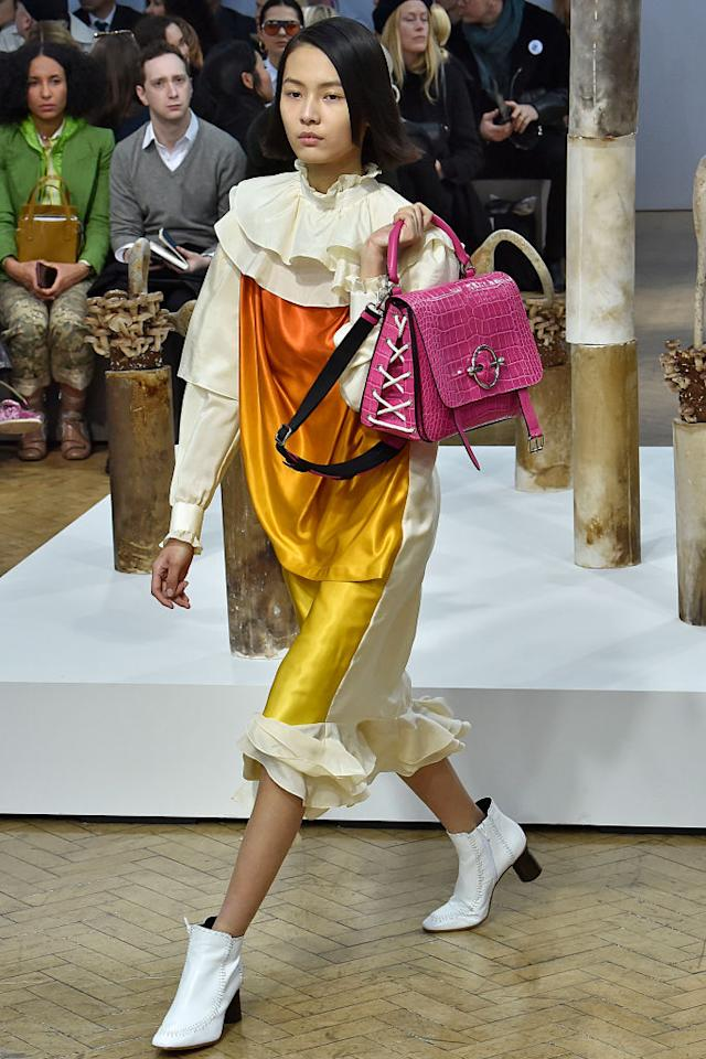 <p>Forget the miniature clutch for one moment, as models strode out carrying heavy-duty bags over their shoulders at the JW Anderson AW18 show. <em>[Photo: Getty]</em> </p>