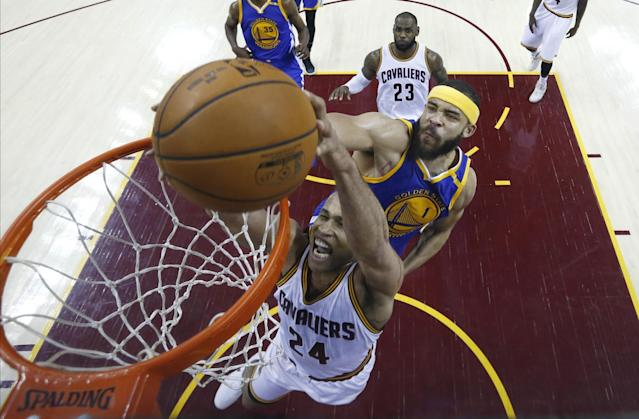 "<a class=""link rapid-noclick-resp"" href=""/nba/players/3523/"" data-ylk=""slk:Richard Jefferson"">Richard Jefferson</a> thinks the Warriors will enter Game 5 feeling a little hot under the collar. (AP)"