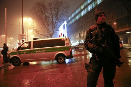 German police block the road near the main train station in Munich January 1, 2016. REUTERS/Michael Dalder